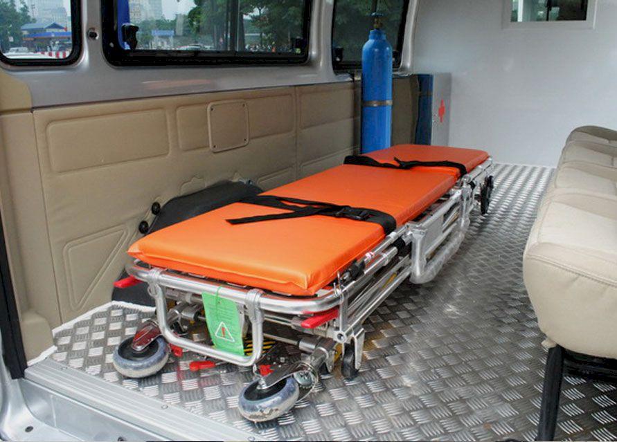 Thiết bị y tế tiêu chuẩn Xe ô tô cứu thương Ford Transit sản xuất trong nước
