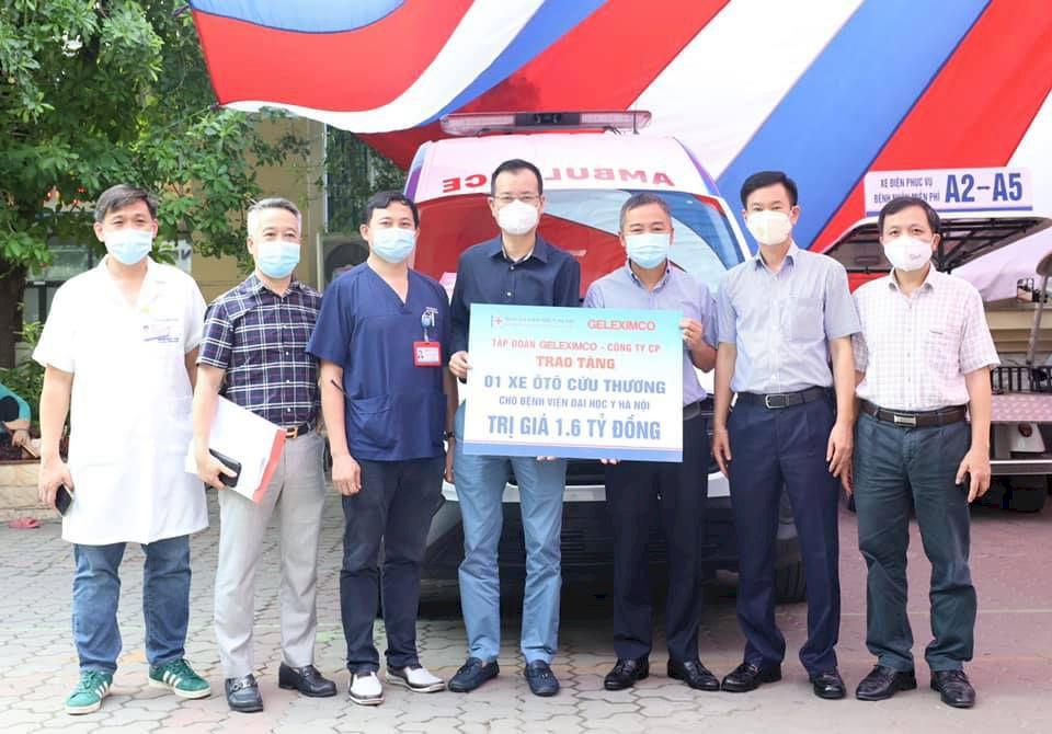 Bàn giao xe cứu thương hiện đại nhập khẩu nguyên chiếc cho Bệnh Viện Đại Học Y Hà Nội