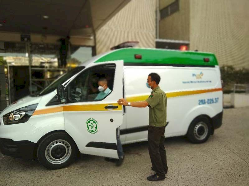 Bàn giao xe ô tô cứu thương cho Bệnh viện Bạch Mai